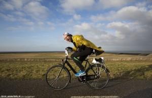 met tegenwind fietsen met bron